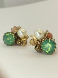 Studs, Earrings, Jewellery, Jewelry, Stones, Gemstones, Peach, Green, Pearl, Beads, Gold, Floral, Hammered metal, Sparkling, Glittering, Shimmering, Handmade